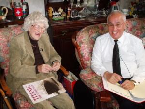 Entrevista de Jesús Ferreiro a con Milvina Dean. Ultima superviviente del Titanic. Southampton, 2007.