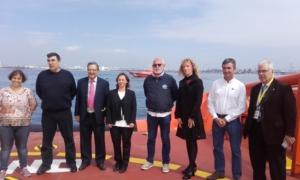 Ofrenda floral por las víctimas del Titanic. Representantes de la Autoridad Portuaria de Tarragona,de Salvamento Marítimo y de la Fundación Titanic. Tarragona, 2016.