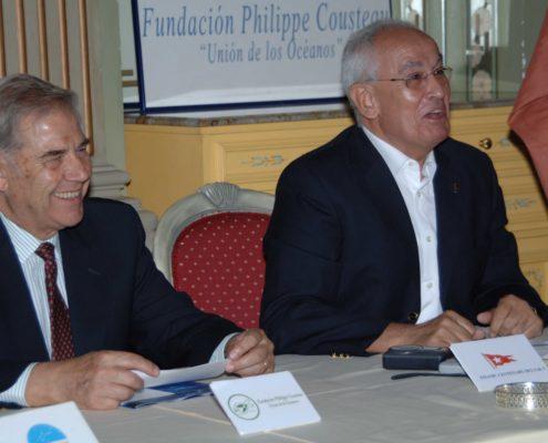 """Nombramiento de Jesús Ferreiro como Patrono de Honor de la Fundación Philippe Cousteau """"Unión de los Océanos"""". Álmirante Gabriel Portal y Jesús Ferreiro."""