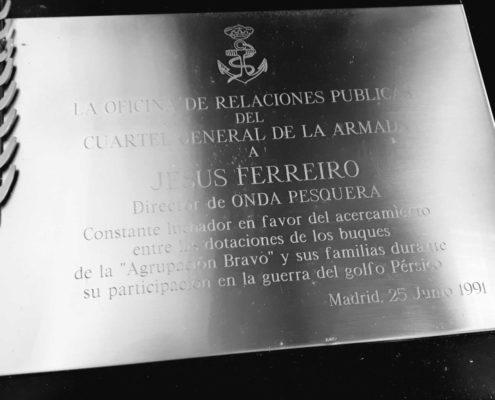 """Placa de la """"Armada Española"""" en reconocimiento a Jesús Ferreiro."""